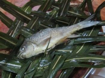 魚肉配上胡椒鹽吃起來鮮甜無比。