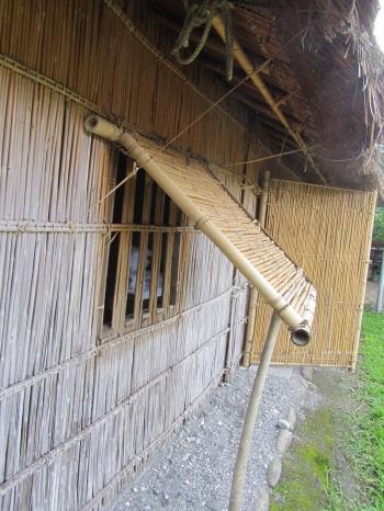 晚上睡覺的地方,門、窗完全沒有鎖。