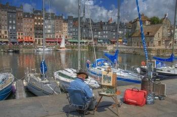 翁弗勒爾港口遊船搖曳,是畫家采風的素材。(維基百科)