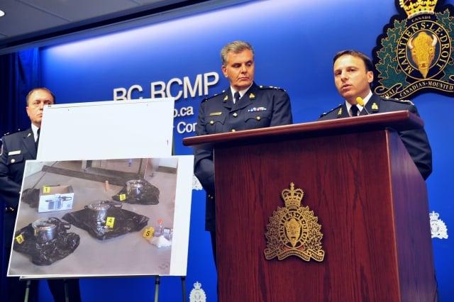 7月2日,加拿大皇家騎警召開記者會,公布破獲一起試圖在國慶日製造恐怖襲擊的陰謀,警方並展示這些爆炸裝置。(記者景浩/攝影)