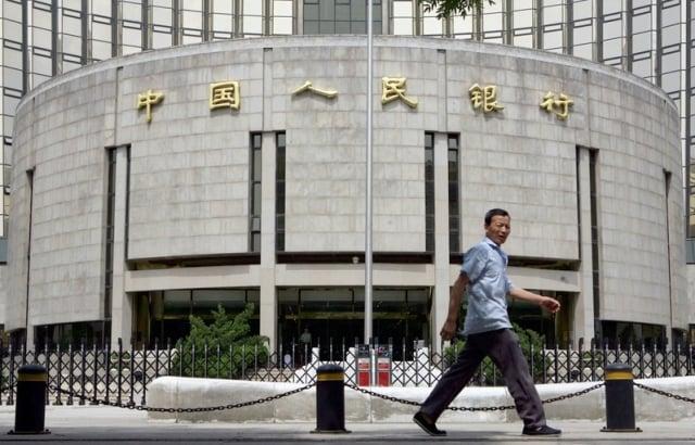 大陸金融市場近來出現資金嚴重不足現象,但中國人民銀行卻未提供任何解決方案,「華爾街日報」取得的內部資料顯示,這是因為人行對大陸信貸增長失控現象,已經毫無對策。資料圖片。(AFP)