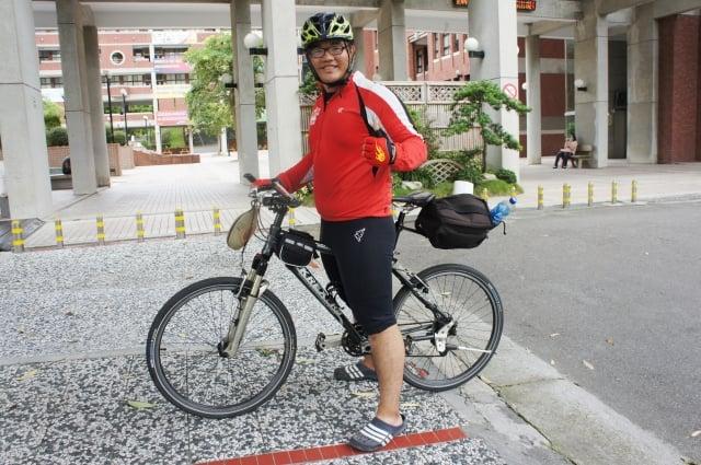 大葉大學運管系學生黃庭恩說,參加單車環台送便當的公益行動,是很棒的體驗。(記者郭益昌/攝影)