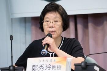 台大經濟系教授鄭秀玲提到,全世界就只有台灣先簽服務貿易協議,再簽貨品協議。鄭秀玲說,「急就章的後果將相當嚴重」,因為服貿協議影響絕不僅限於服務業。