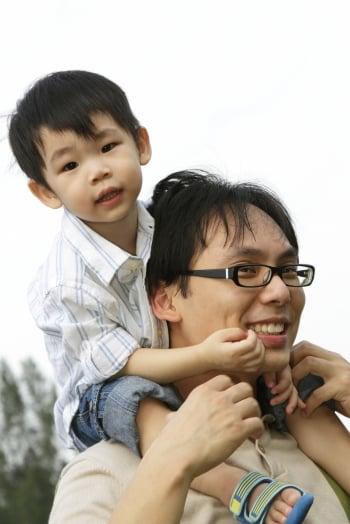 學者根據研究指出,父親的影響力非常大,因為兒童非常在意父親對他們的評價。(Fotolia)