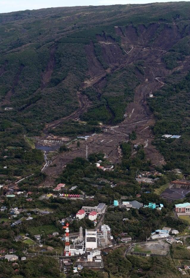 強烈颱風薇帕16日橫掃關東地區,已釀成水災、山崩、土石流及17人死亡。(AFP)