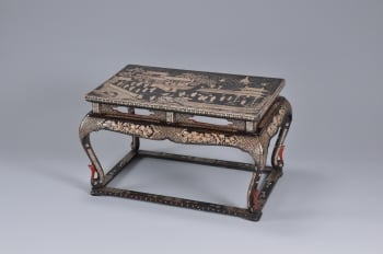 黑漆嵌螺鈿廣寒宮圖長方形桌。(國立歷史博物館提供)