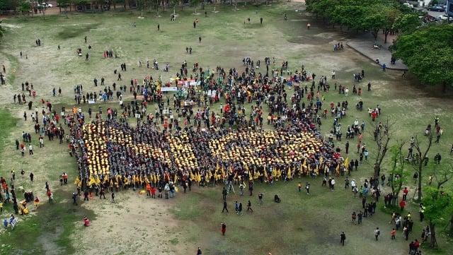 中台灣「廢核大遊行」,由1,800名志工集結市民廣場,空拍向核電說「NO 」。(中台灣廢核行動聯盟提供)