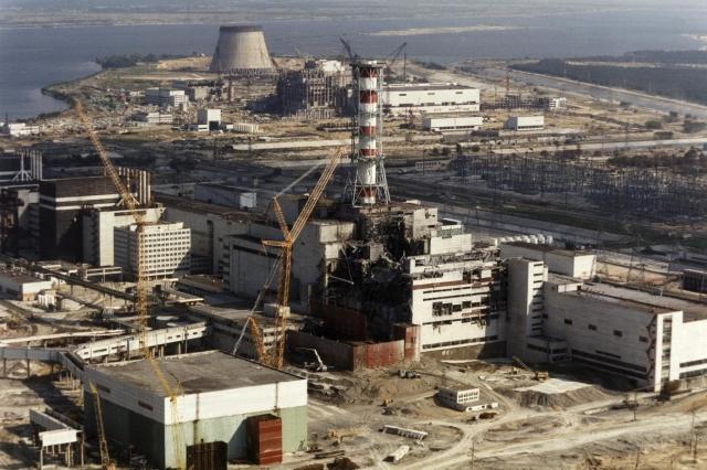 發生於1986年4月26日凌晨1點23分的車諾比核事故被視為歷史上最嚴重的核電事故。圖為1986年10月核電廠的外觀。(AFP)