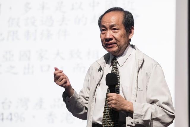 台大經濟系名譽教授陳博志認為,自經區就像掛「自由」的狗頭賣羊肉,實際上是想對中國開放,順便偷渡部分企業。(記者陳柏州/攝影)