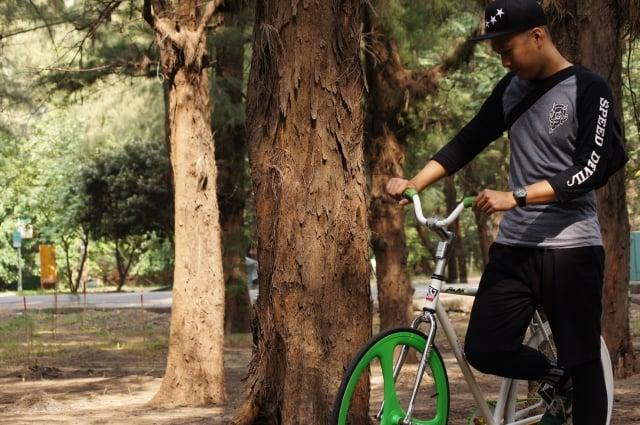 任何路面「一把抓」自行車龍頭避震器都能伴隨您,下坡輕鬆平穩。(超常科技提供)
