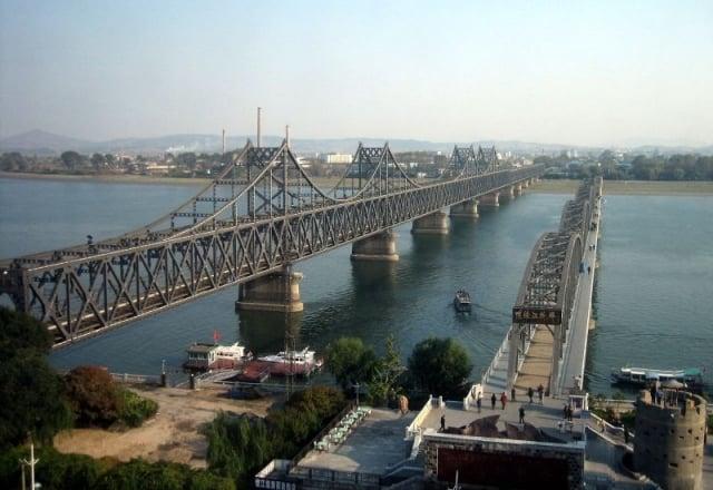 中國遼寧省丹東市的友誼橋 加拉特夫婦的咖啡店就在橋邊。(大紀元資料室)