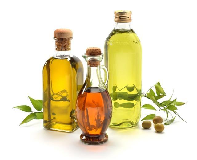 初榨橄欖油(Extra Virgin),全過程以低溫冷壓萃取。符合歐盟組織規定,橄欖油的過氧化值低於10%,酸度介於0.1~1.0%之間。(photos.com)