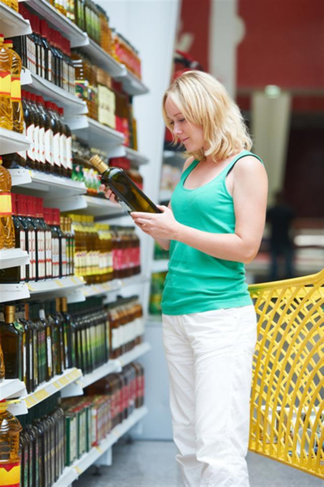 橄欖油好處很多,但是選購時須注意其萃取方式:是否是冷壓初次萃取,無添加次級油。(Fotolia)