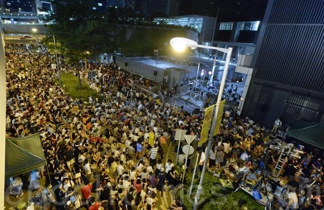 9月28日凌晨,添美道上抗議的香港人。(記者宋祥龍/攝影)