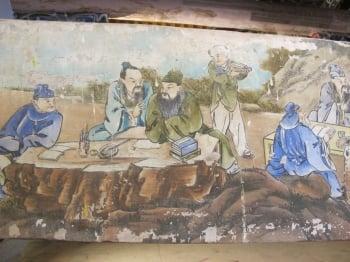 在崇遠堂的橫樑上仍完整保存彩繪名匠柯煥章的系列作品。(記者廖素貞/攝影)