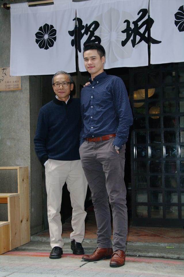 吳念真(左起)與兒子吳定謙一同出席新戲記者會。(記者黃宗茂/攝影)