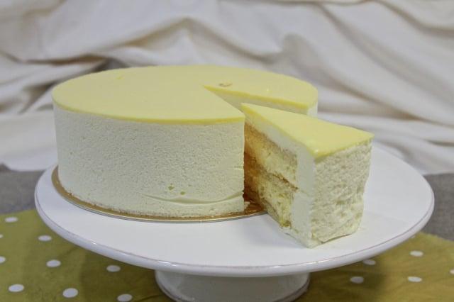 鳳梨檸檬慕斯蛋糕。(記者許享富/攝影)