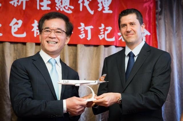 斐濟航空和易遊網合作,明年2月推出台灣直飛斐濟包機,雙人行高檔行程最高賣98萬元。(記者陳柏州/攝影)