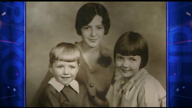 1930年代,童年的二戰飛行員詹姆斯與2個姐姐合影。(YouTube視頻截圖)