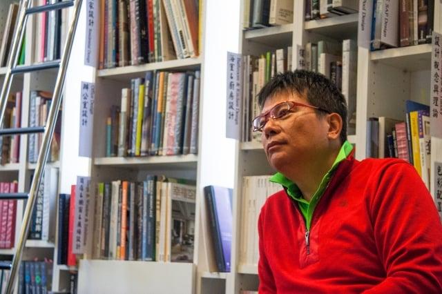 設計作品與國際交流,蔡竺欣跨出他的第一步。(攝影/張嘉玲)