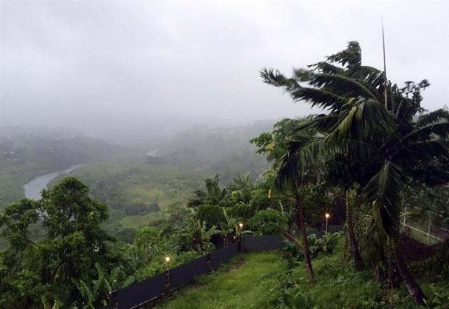 5級的超級風暴2月20日晚橫掃斐濟。(UNICEF PACIFIC/AFP)