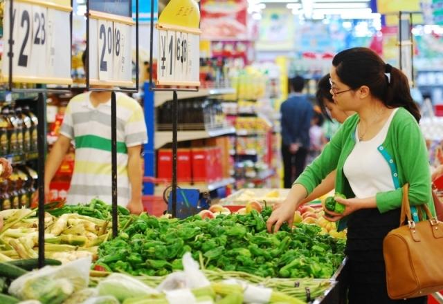 中國3月菜價和豬價分別較去年同期上漲35.8%、28.4%,漲幅驚人。圖為江西某市場。(Getty Images)
