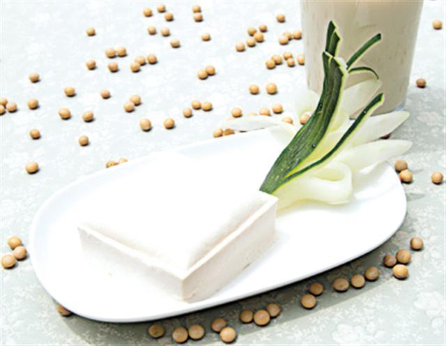 「麥豆」鹽滷豆腐,有令人驚奇的美味與製程。(攝影/陳佑)