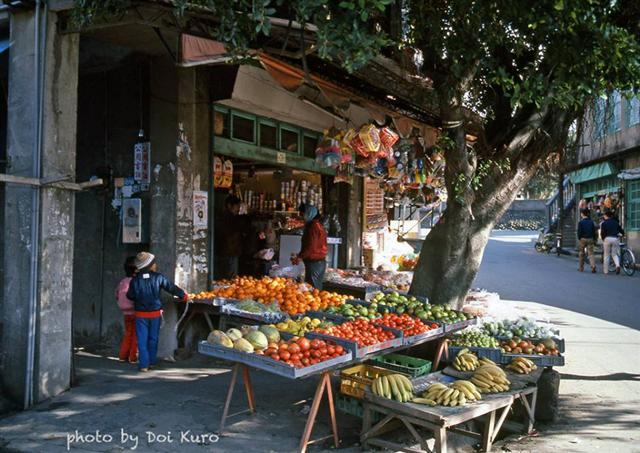 1984年台灣樹下雜貨店。(Doi Kuro提供)