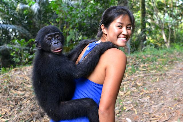 自香港的Laurel Chor(左力丰)是個善於說故事的生態攝影師,26歲時,已環遊世界六十幾個國家,致力於生態保育問題,曾親自訪問珍古德。(Laurel Chor / 提供)