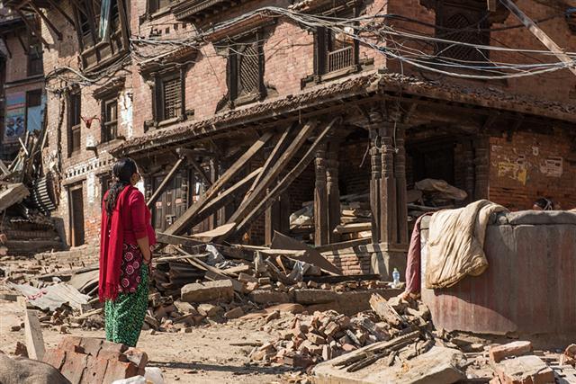 Laurel 報導記錄2015年尼泊爾大地震、蘇門答臘森林濫伐問題…,獲得2014年SOPA卓越新聞攝影獎。(Laurel Chor / 提供)