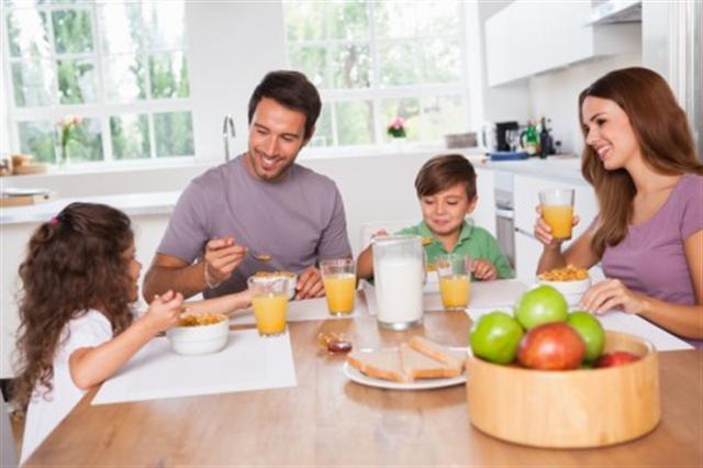 空腹改上班不利身體健康,最好吃完早餐再出門。(Fotolia)