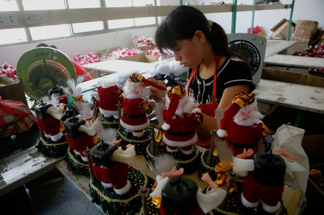 中共國務院總理李克強才提出「中國製造」改革已「刻不容緩」,中共官媒英文版刊文見證「中國製造」已成功「轉型」。(Getty Images)