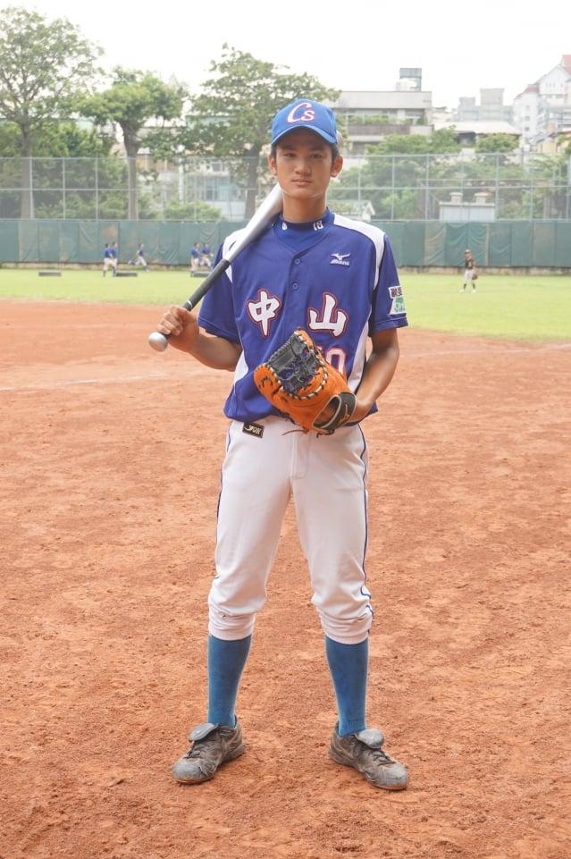 中山棒球隊的球棒與練習球都是消耗品,教練「分級」管理使用,務求物盡其用。(記者謝平平/攝影)