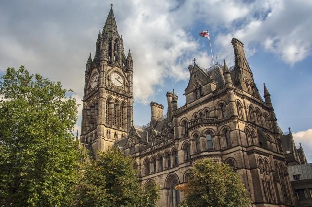 近年部分華人轉投資英國房地產,圖為曼徹斯特市政廳。(123RF)