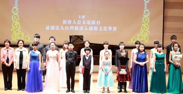 新唐人電視台舉辦的亞太之星音樂會 ,11月6日下午於台北市信義區的誠品表演廳展開,參加演出者都盛裝出席,每位都使出渾身解數表演,獲得觀眾熱烈掌聲。(記者許基東/攝影)