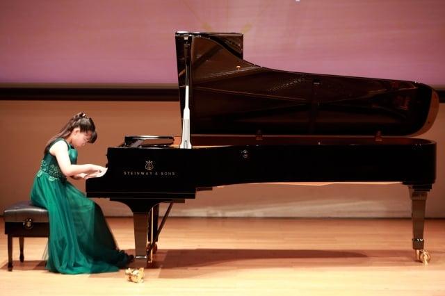 高雄市左營高中金思妤的鋼琴演奏。