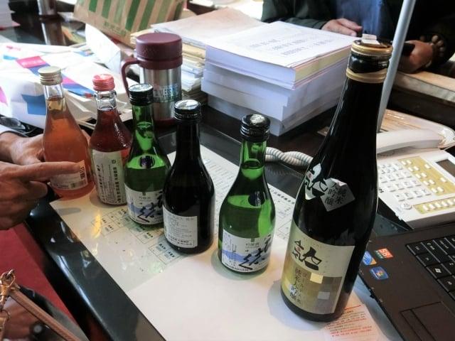 台中市超黨派議員再爆,在中友、SOGO百貨可買到日本福島縣的酒品。(記者黃玉燕/攝影)