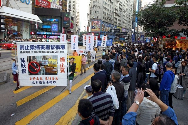 香港部份法輪功學員於12月10國際人權日,舉行反迫害及聲援2億5千萬中國民眾三退集會和遊行。(記者李逸/攝影)