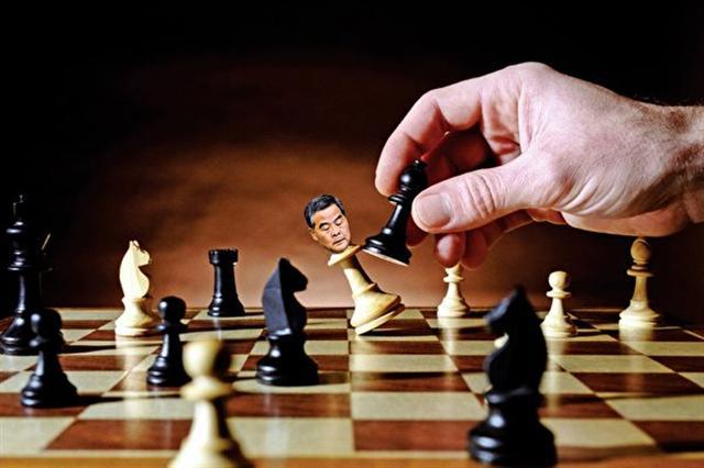 作為中共江派在港代理人的梁振英,在習江博弈,習近平取得壓倒性優勢的情況下,註定不能連任。(大紀元合成圖)