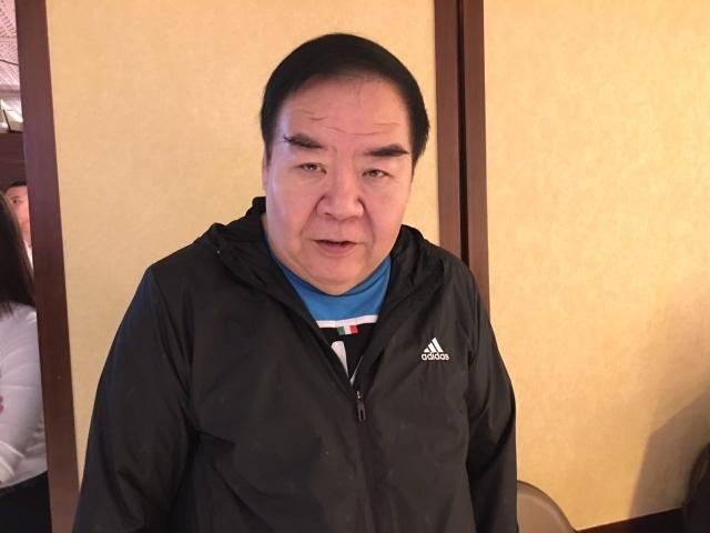 香港著名影星、兩屆金像獎影帝鄭則士,簽名支持神韻至香港演出。(記者梁真/攝影)