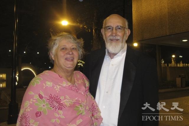 前景觀建築師Frank Caperton和太太。(記者麥蕾/攝影)