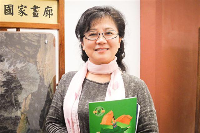 2017年2月19日下午,國民黨中央委員邱瑞蓮觀賞美國神韻紐約藝術團在台北國父紀念館的演出。(龍芳/大紀元)
