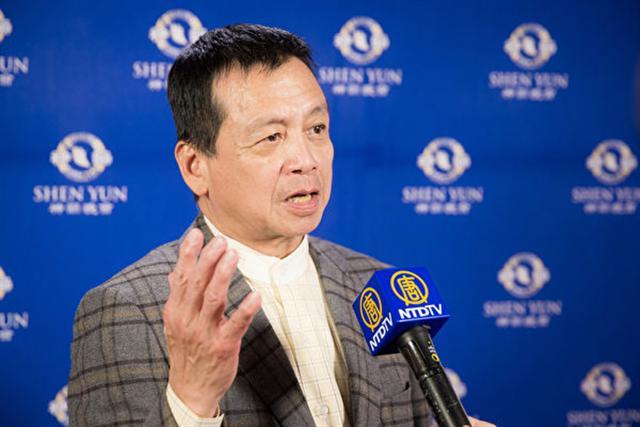 2017年2月15日晚上,國際獅子會台灣總會MD300第一副議長邱文彬觀賞美國神韻紐約藝術團在台北國父紀念館的演出。(陳柏州/大紀元)