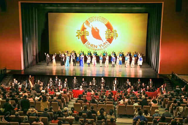 2017年2月22日下午,美國神韻紐約藝術團在桃園展演中心舉行演出。(白川/大紀元)