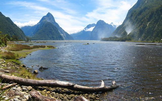 紐西蘭南島的米爾福德峽灣美景被評為「恍如仙境」, 「世界七大奇跡」。(Joan Campderrós-i-Canas/Flickr)