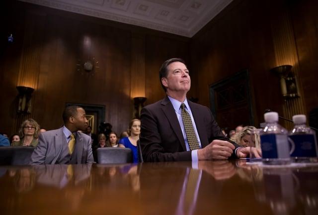 川普於當地時間9日宣布,將開除FBI局長柯米(左),並另外尋找新的繼任人選。(Getty Images)