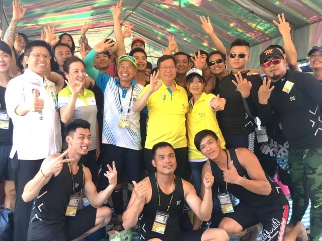 鄭文燦市長為決賽選手加油打氣。