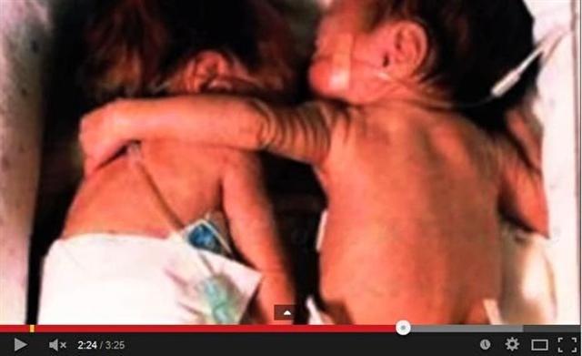 救命的擁抱。(影片截圖)