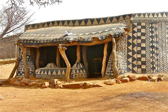 非洲小村莊,藝術品