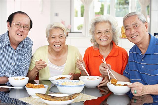 美國密西根州立大學的研究發現,當人們逐漸變老時,友情可能比親情還重要。(Fotolia)